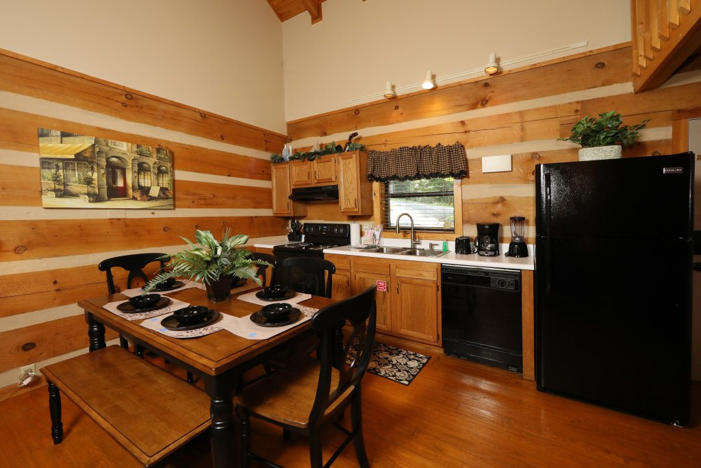 Photo of a Gatlinburg Cabin named Sweet Serenity - This is the twenty-sixth photo in the set.