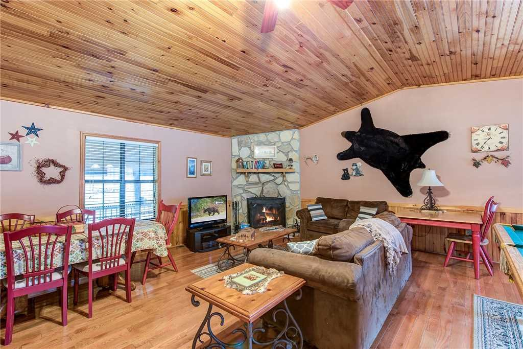 Photo of a Pigeon Forge Cabin named Willow Creek - This is the third photo in the set.