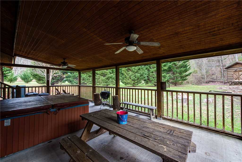 Photo of a Pigeon Forge Cabin named Willow Creek - This is the eighteenth photo in the set.