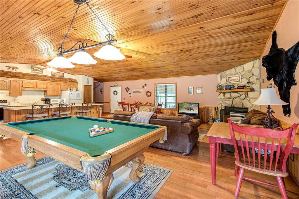 Photo of a Sevierville Cabin named Willow Creek - This is the seventh photo in the set.