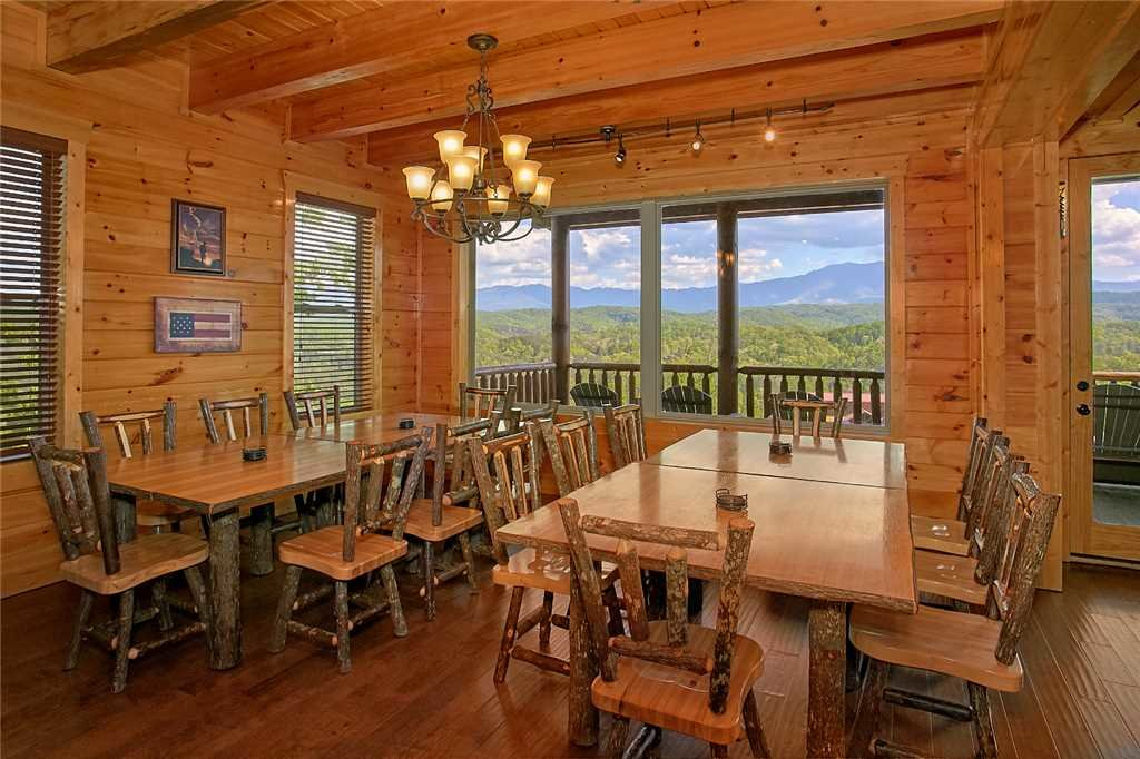 Photo of a Pigeon Forge Cabin named Awesome View Lodge - This is the sixth photo in the set.