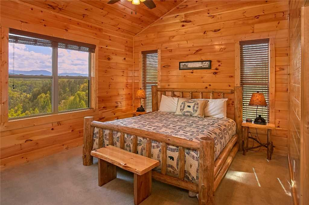 Photo of a Pigeon Forge Cabin named Awesome View Lodge - This is the fifteenth photo in the set.