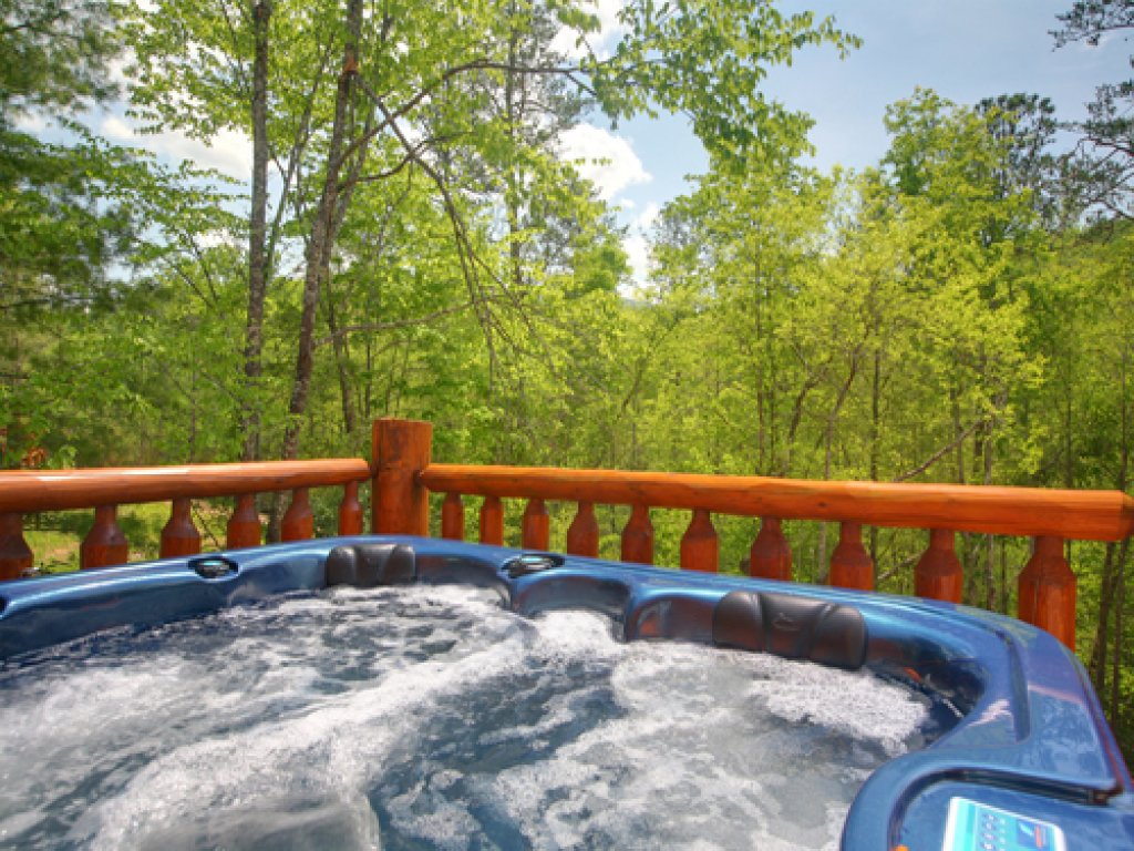 Photo of a Gatlinburg Cabin named Majestic Waters #575 - This is the third photo in the set.