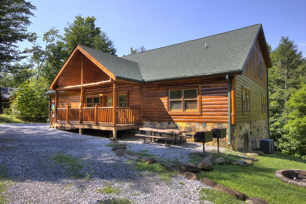 Photo of a Gatlinburg Cabin named Majestic Waters #575 - This is the seventh photo in the set.