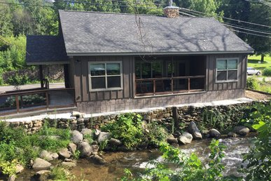 2 Bedroom Cabin On A Mountain Stream, In The Heart Of Gatlinburg