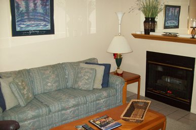 One Bedroom With Jacuzzi Nestled In The Heart Of Gatlinburg (unit 502)