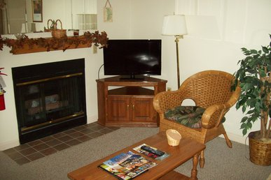 One Bedroom With Jacuzzi Nestled In The Heart Of Gatlinburg (unit 303)