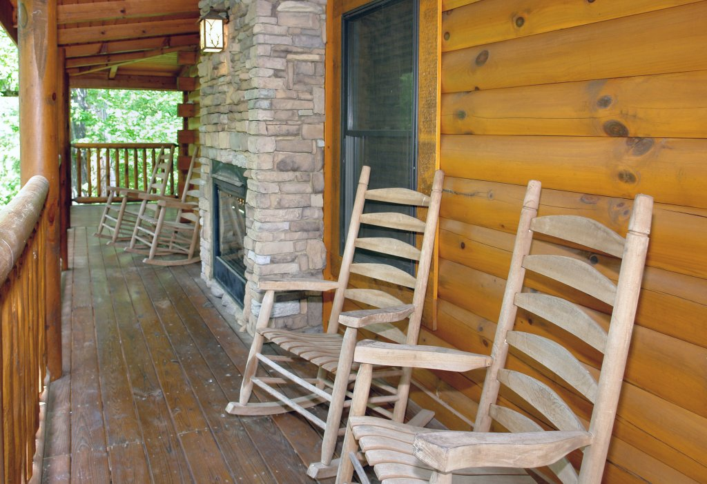 Photo of a Pigeon Forge Cabin named Skinny Dippin' #261 - This is the twenty-seventh photo in the set.