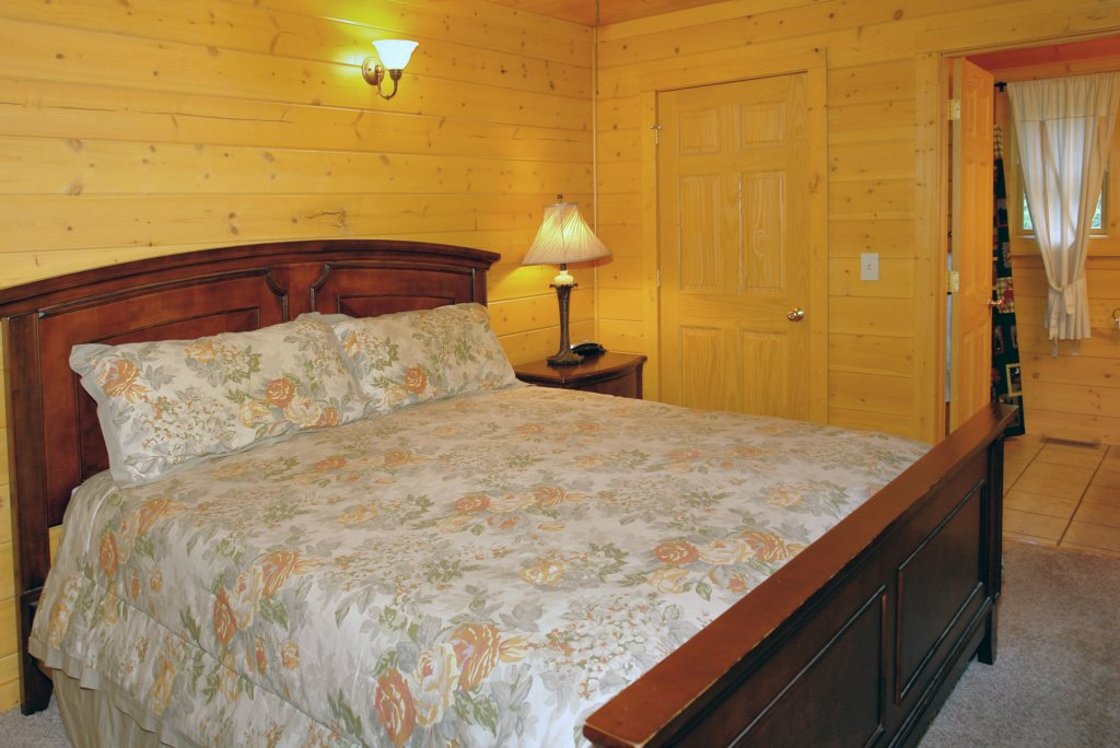 Photo of a Pigeon Forge Cabin named Skinny Dippin' #261 - This is the thirty-first photo in the set.