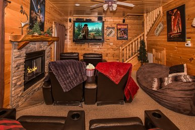 Luxurious Cabin with Theater, Fantastic Location, Wonderful Amenities!!