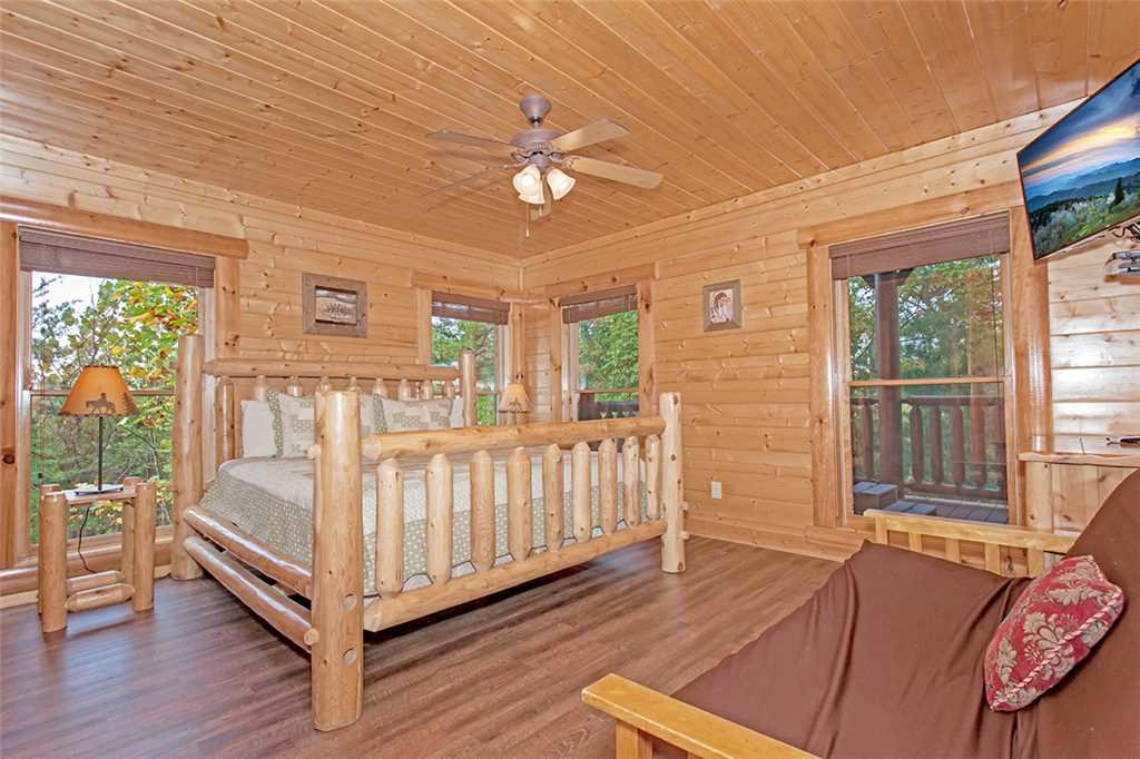 Photo of a Pigeon Forge Cabin named Black Bear Manor - This is the thirtieth photo in the set.