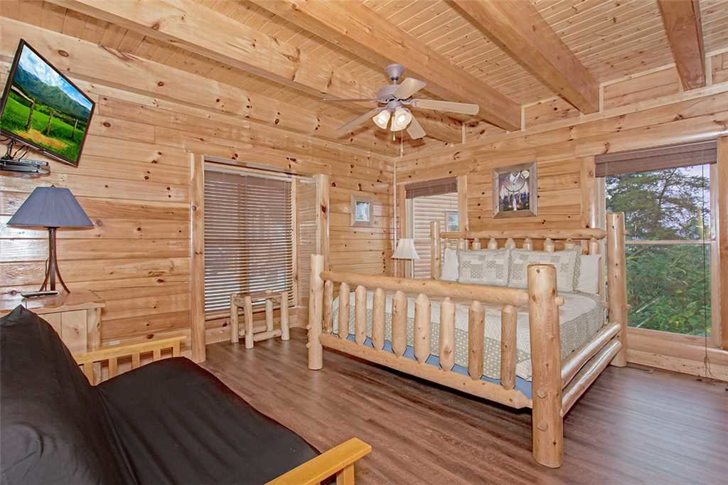 Photo of a Pigeon Forge Cabin named Black Bear Manor - This is the fifteenth photo in the set.