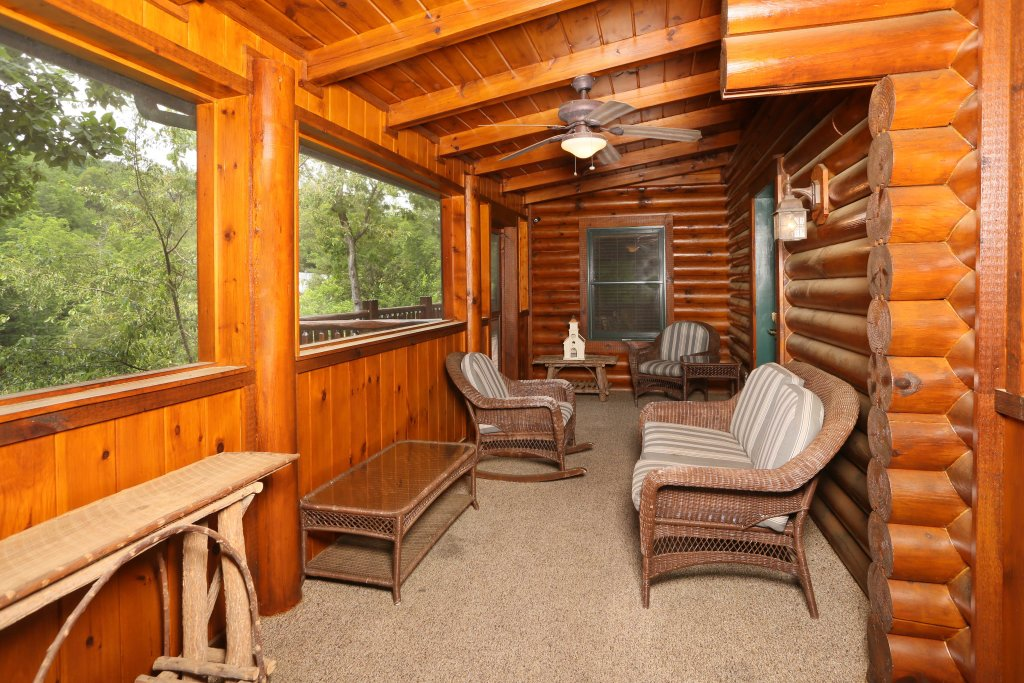 Photo of a Pigeon Forge Cabin named Black Bear Hideaway - This is the fifty-fifth photo in the set.