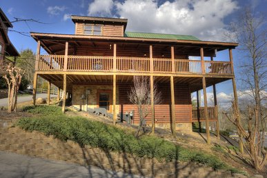 Pigeon Forge Resort 4 Bedroom With Pool Table, Hot Tub, Pool Access Sleeps 10