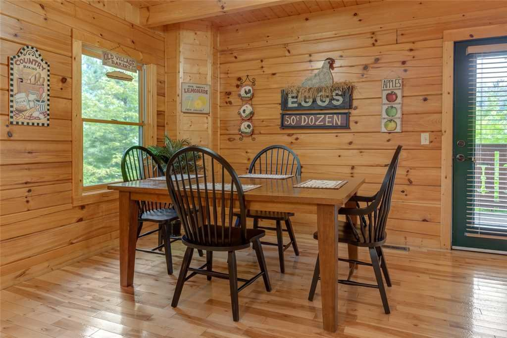 Photo of a Gatlinburg Cabin named Moonshine Run - This is the fifth photo in the set.