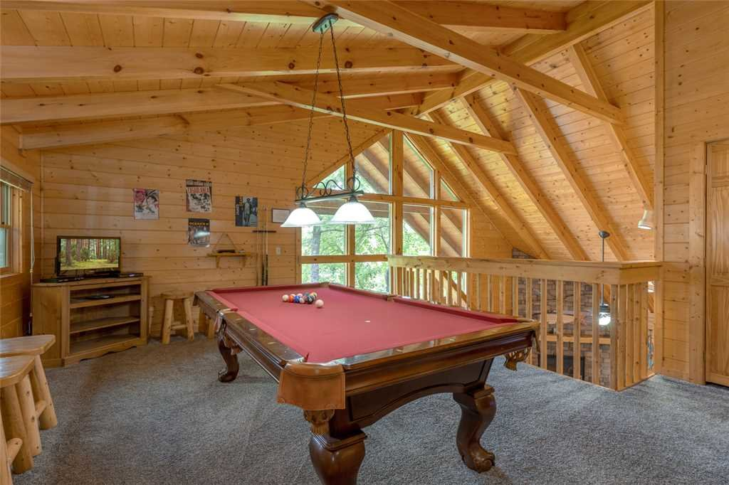 Photo of a Gatlinburg Cabin named Moonshine Run - This is the eighth photo in the set.