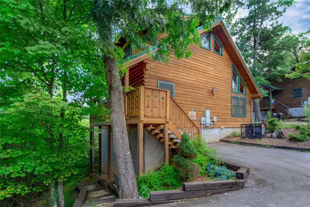 Photo of a Gatlinburg Cabin named Moonshine Run - This is the nineteenth photo in the set.