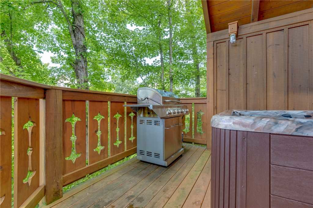 Photo of a Gatlinburg Cabin named Moonshine Run - This is the seventeenth photo in the set.
