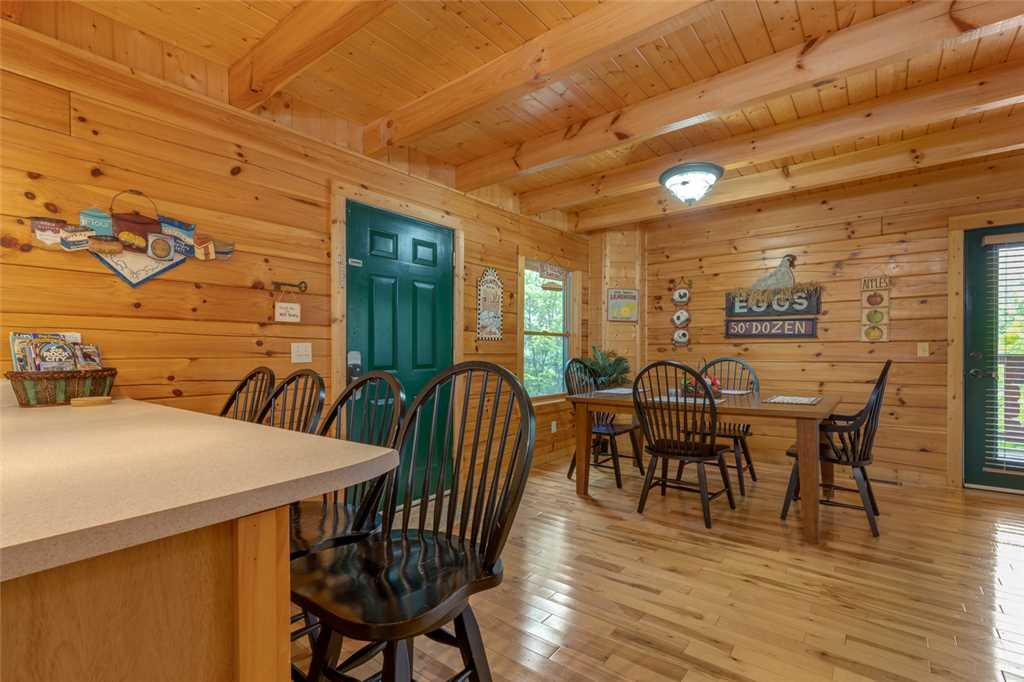 Photo of a Gatlinburg Cabin named Moonshine Run - This is the sixth photo in the set.