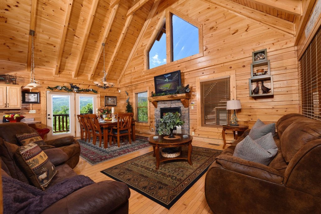 Photo of a Gatlinburg Cabin named Knockin' On Heaven's Door - This is the fourth photo in the set.