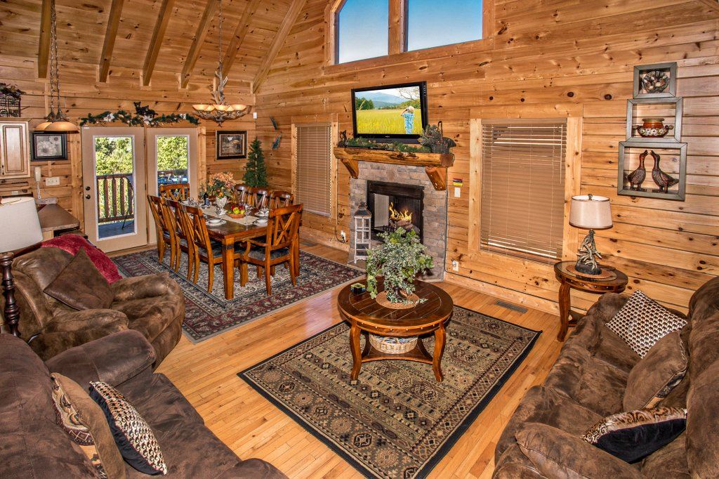 Photo of a Gatlinburg Cabin named Knockin' On Heaven's Door - This is the sixth photo in the set.