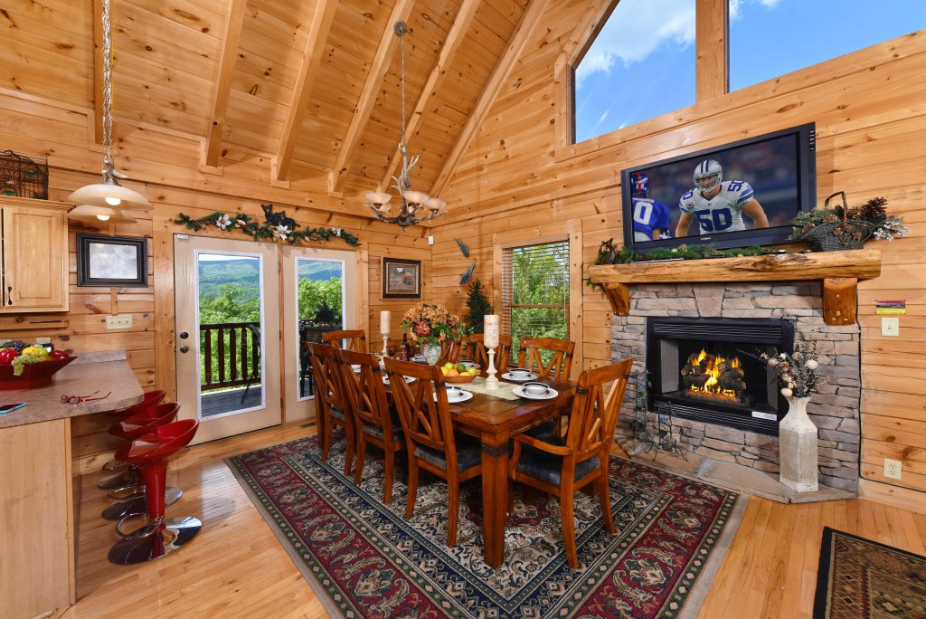 Photo of a Gatlinburg Cabin named Knockin' On Heaven's Door - This is the fifth photo in the set.
