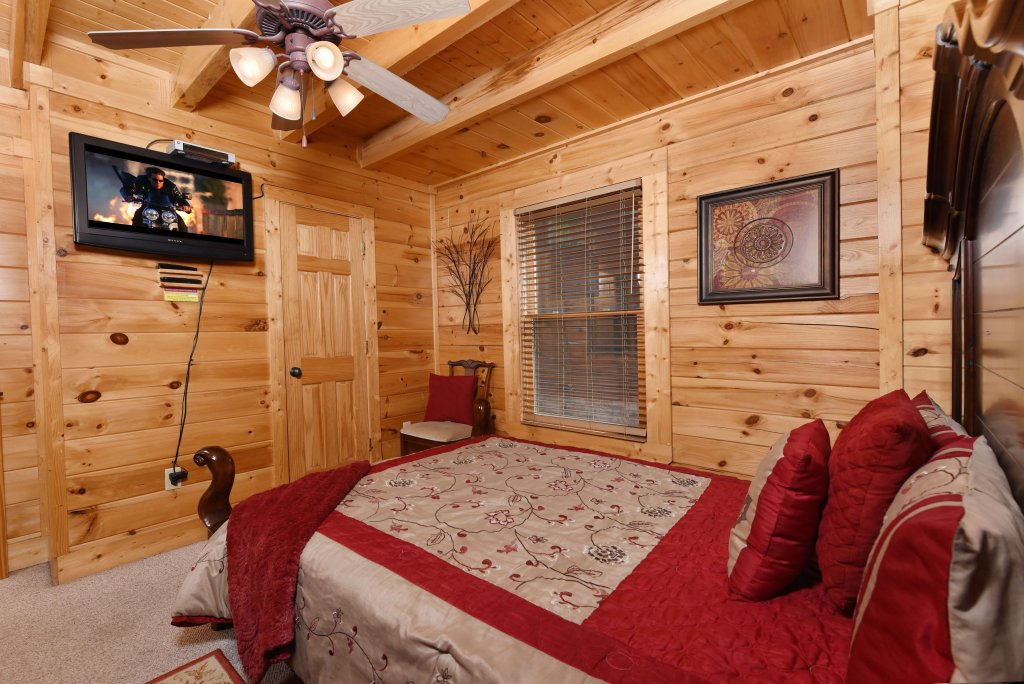 Photo of a Gatlinburg Cabin named Knockin' On Heaven's Door - This is the thirty-third photo in the set.