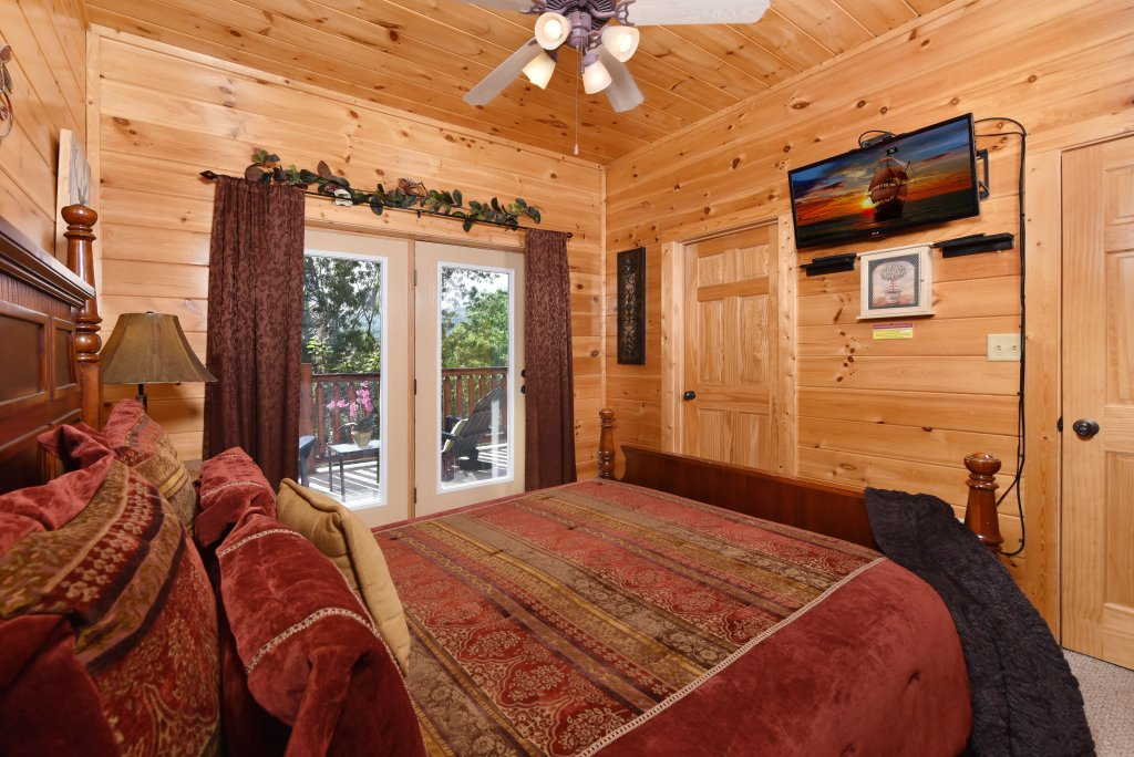 Photo of a Gatlinburg Cabin named Knockin' On Heaven's Door - This is the thirty-seventh photo in the set.