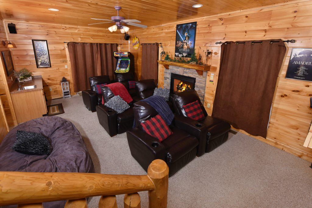 Photo of a Gatlinburg Cabin named Knockin' On Heaven's Door - This is the forty-second photo in the set.