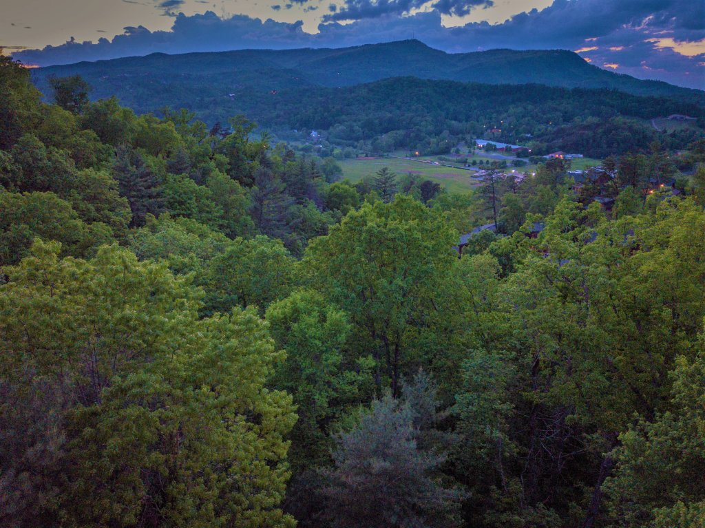 Photo of a Gatlinburg Cabin named Knockin' On Heaven's Door - This is the fifty-second photo in the set.