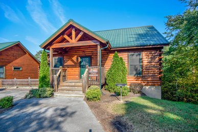 Fantastic 3 Bedroom Cabin Just Minutes From The Parkway In Pigeon Forge!