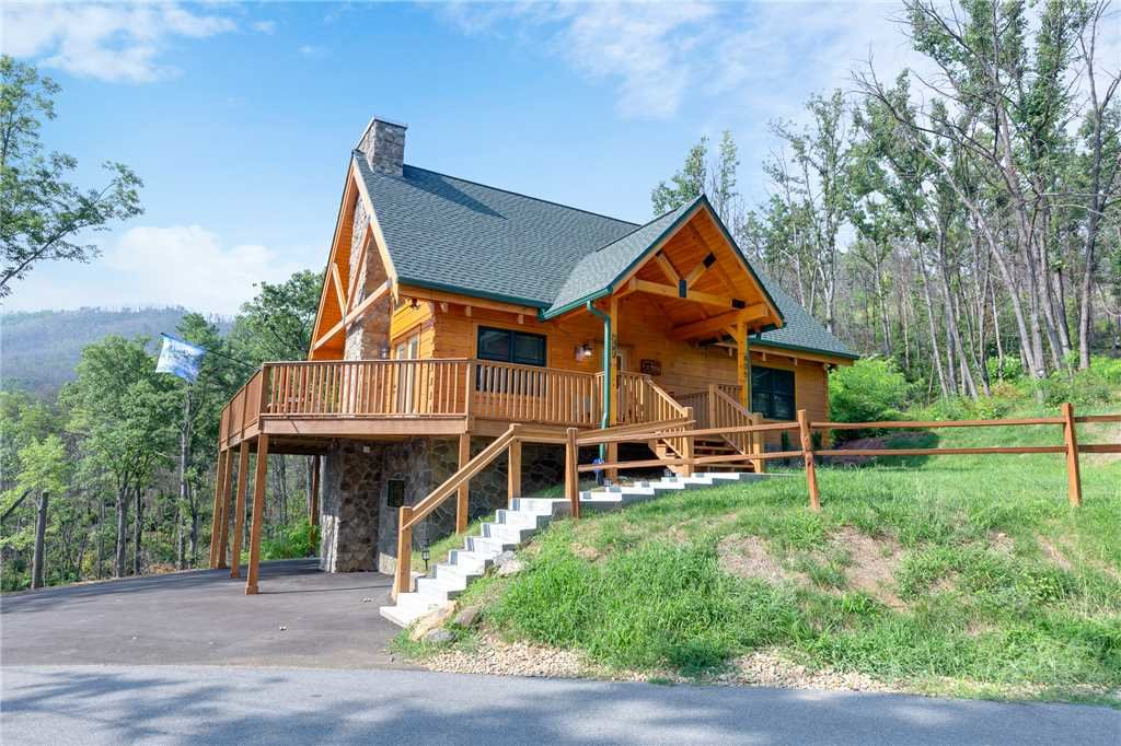 Photo of a Gatlinburg Cabin named Lone Wolf Lodge - This is the twenty-first photo in the set.