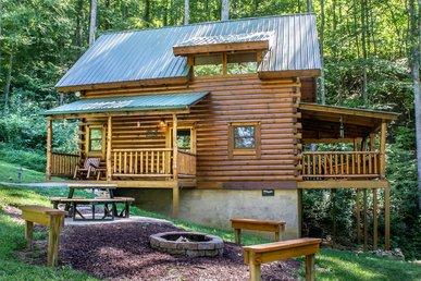 Save up to 20% on Spring stays | Cozy but spacious cabin perfect for a getaway to the Smokies