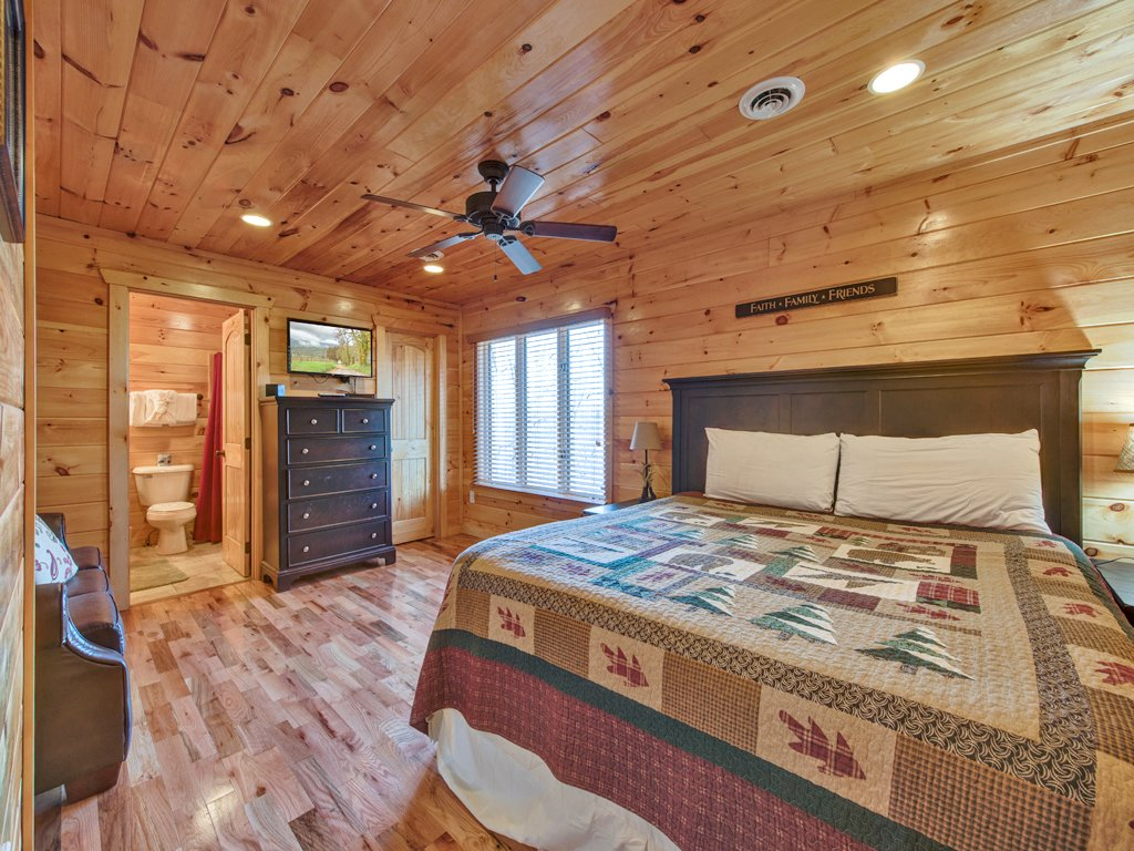 Photo of a Gatlinburg Cabin named Parkside Lodge - This is the sixteenth photo in the set.
