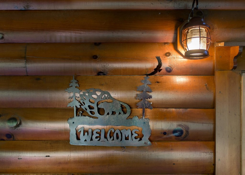 Photo of a Pigeon Forge Cabin named Bearfoot Inn #35 - This is the twenty-seventh photo in the set.