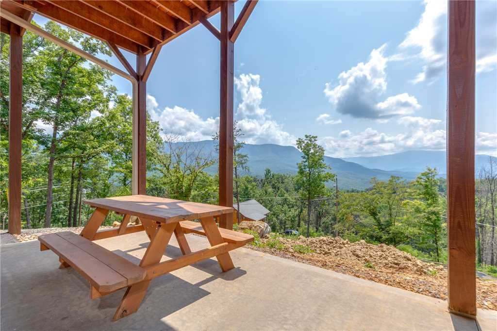 Photo of a Gatlinburg Cabin named Eagles View - This is the twenty-eighth photo in the set.