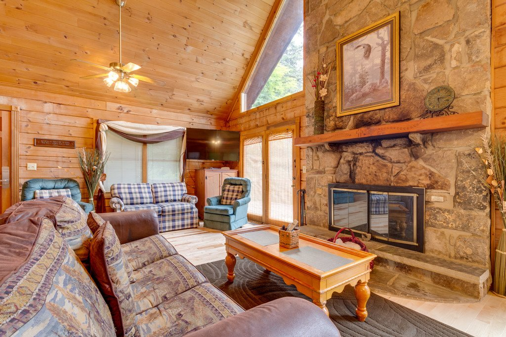 Photo of a Gatlinburg Cabin named Mountain Majesty Sky Harbor - This is the second photo in the set.