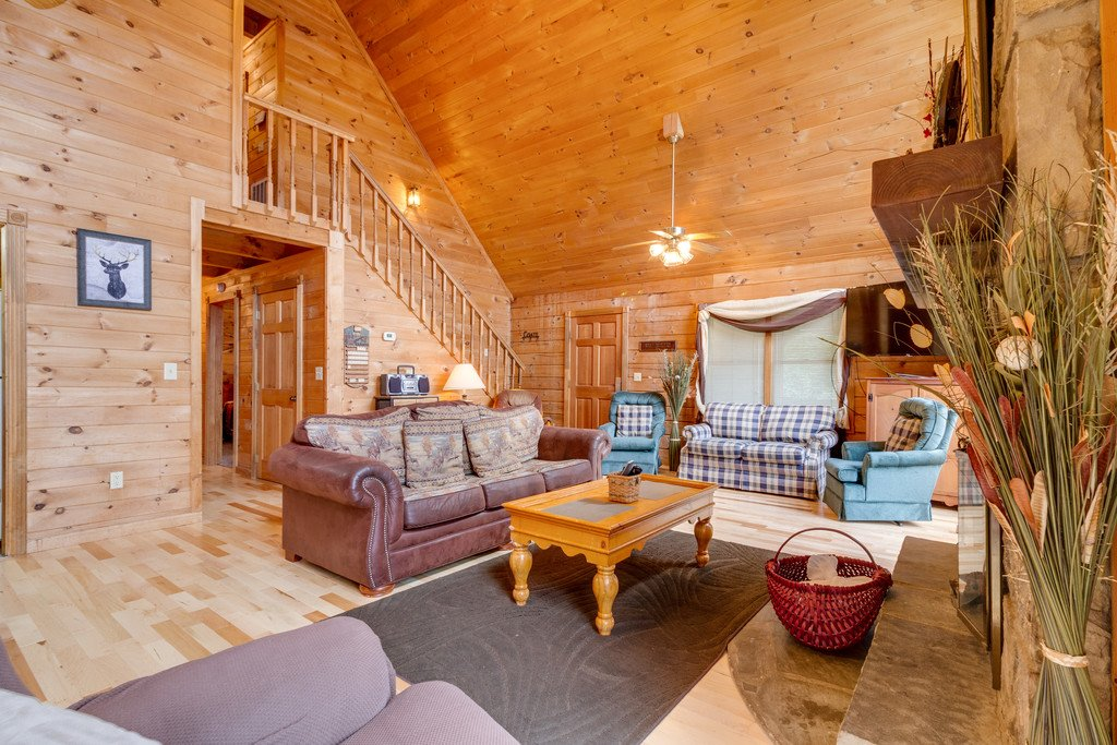 Photo of a Gatlinburg Cabin named Mountain Majesty Sky Harbor - This is the third photo in the set.