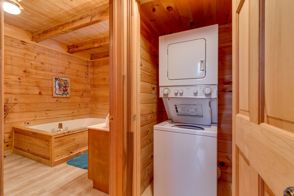 Photo of a Gatlinburg Cabin named Mountain Majesty Sky Harbor - This is the twenty-first photo in the set.