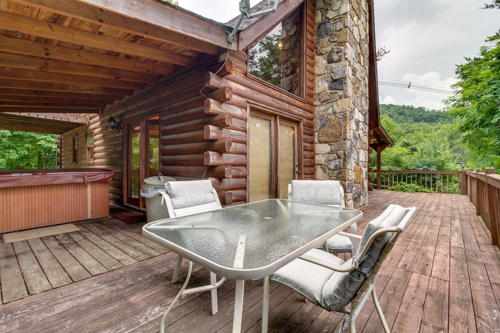 Photo of a Gatlinburg Cabin named Mountain Majesty Sky Harbor - This is the twenty-third photo in the set.