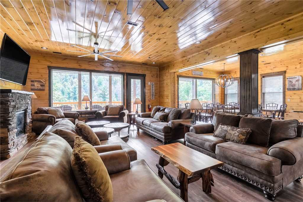 Photo of a Gatlinburg Cabin named The Majestic Pine Retreat - This is the fourteenth photo in the set.