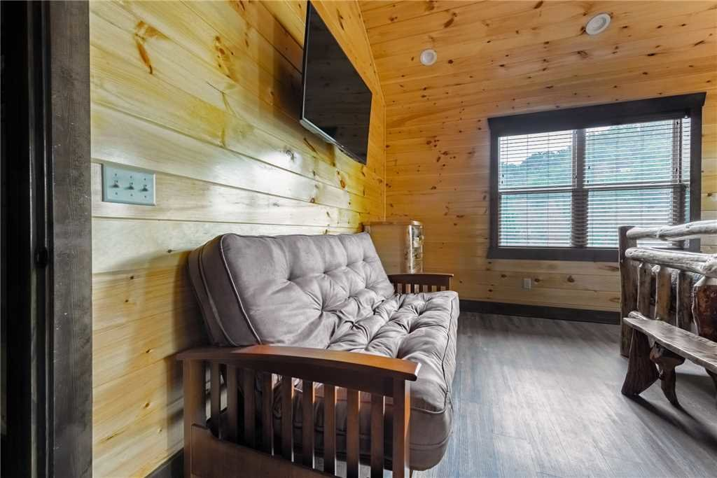 Photo of a Gatlinburg Cabin named The Majestic Pine Retreat - This is the thirty-first photo in the set.
