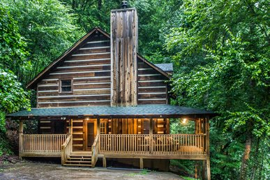 Conveniently Located Cabin Close to Pigeon Forge Attractions, Pet-Friendly, and Modern Amenities