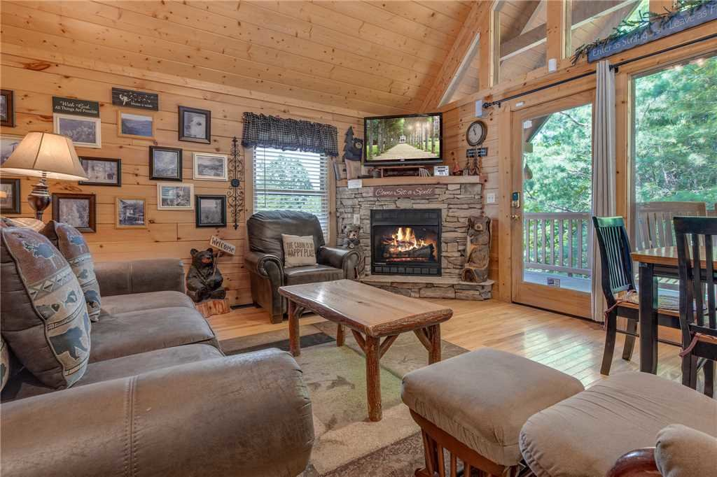 Photo of a Gatlinburg Cabin named Americana - This is the first photo in the set.