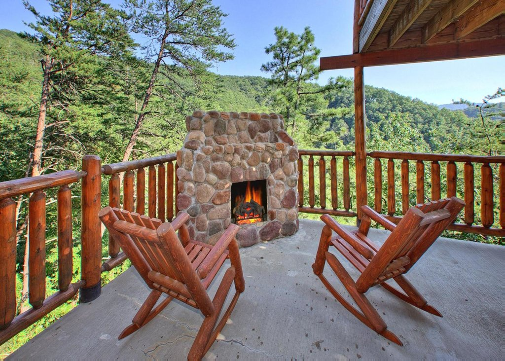 Photo of a Pigeon Forge Cabin named Misty Mountaintop #52 - This is the seventeenth photo in the set.