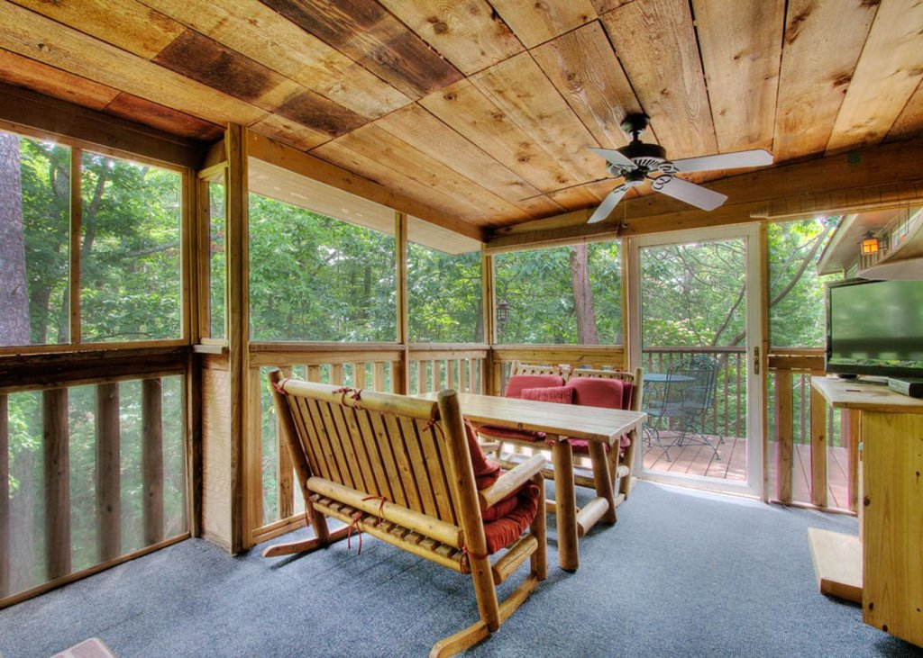 Photo of a Pigeon Forge Cabin named A Grand Getaway - This is the first photo in the set.