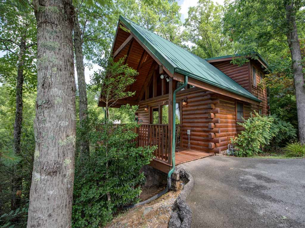 Photo of a Gatlinburg Cabin named Cub's Cove - This is the third photo in the set.