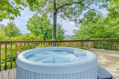 Never-ending View, 3 Bedrooms, Hot Tub, Arcade, Fenced Yard, Sleeps 8