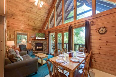 On Smoky's Pond, 3 Bedrooms, Pool Access, Hot Tub, Fireplace, Sleeps 8