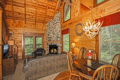 Doe's Den, 2 Bedroom, Hot Tub, Grill, Fireplace, Jetted Tub, Wifi, Sleeps 6